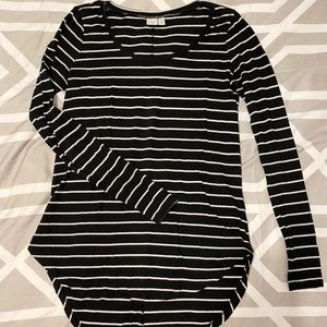 Hi/lo linger BP black and white striped top
